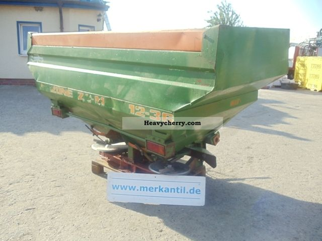 1992 Amazone  ZA-M 3000 Agricultural vehicle Fertilizer spreader photo