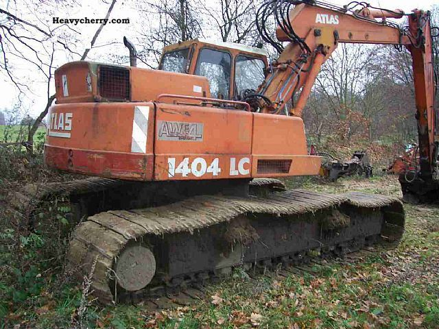 1986 Atlas  1404 LC 80 pan shovel mud chains Construction machine Caterpillar digger photo