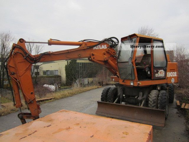 1985 Atlas  1302 E with gripper Construction machine Mobile digger photo