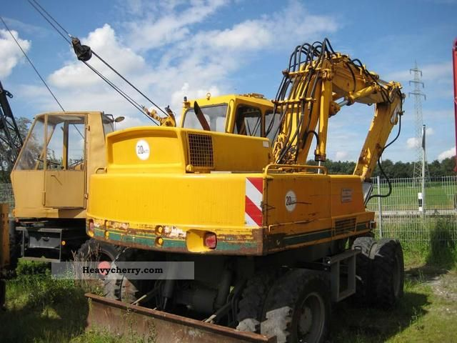 1987 Atlas  1304 Construction machine Mobile digger photo