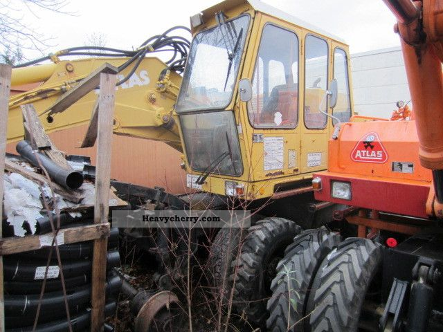 1987 Atlas  1302 EK-road excavator Construction machine Mobile digger photo