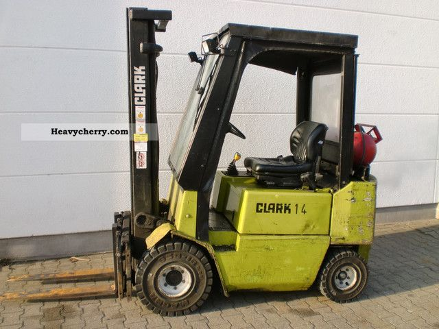 1996 Clark  17 GPM Forklift truck Front-mounted forklift truck photo