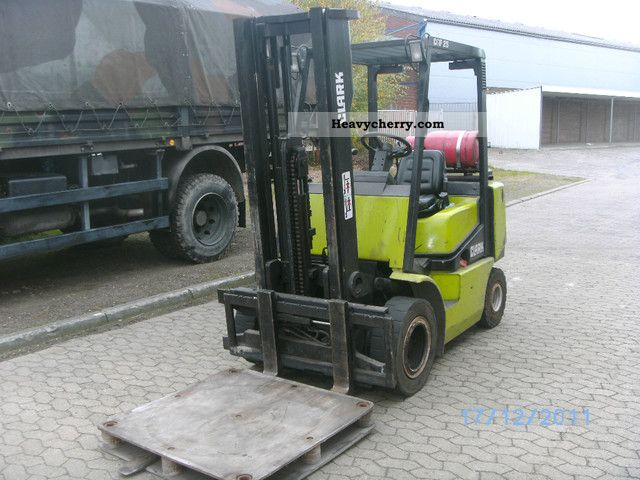 1995 Clark  CGP25 Forklift truck Front-mounted forklift truck photo