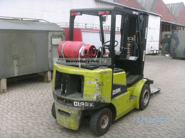 Clark CGP25 1995 Front Mounted Forklift Truck Photo And Specs