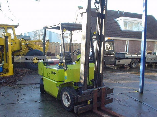 1992 Clark  DPM 25 - DIESEL - SIDE SLIDE Forklift truck Front-mounted forklift truck photo