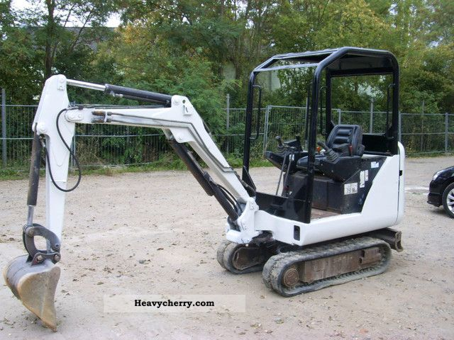 2004 Bobcat  X320 Construction machine Mini/Kompact-digger photo