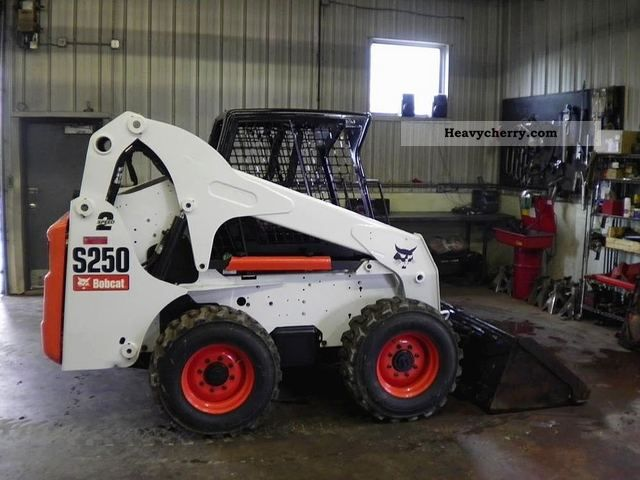 Bobcat S250 2007 Wheeled loader Construction Equipment Photo