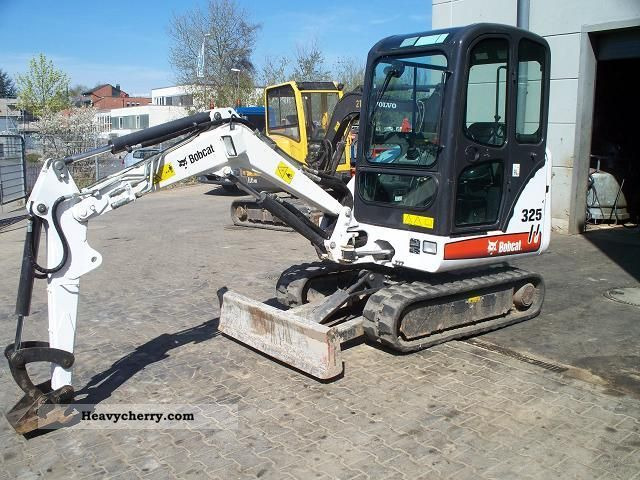 2008 Bobcat  325 EC 2892 kg Construction machine Mini/Kompact-digger photo
