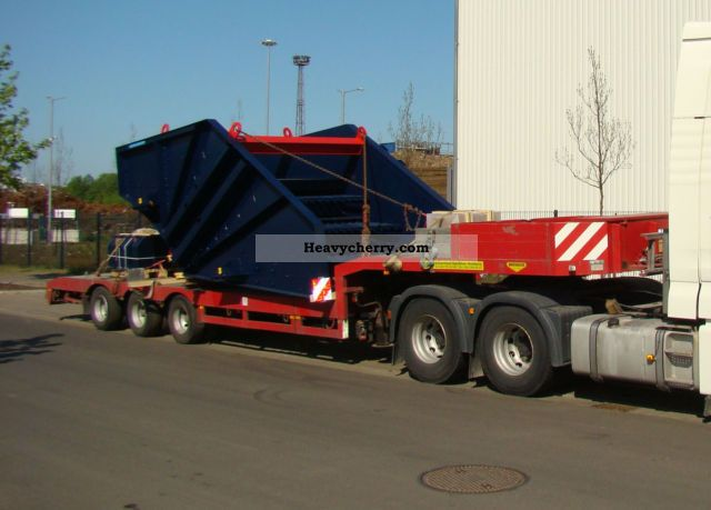 1993 Broshuis  3-axle semi-trailer, steering axle Semi-trailer Low loader photo