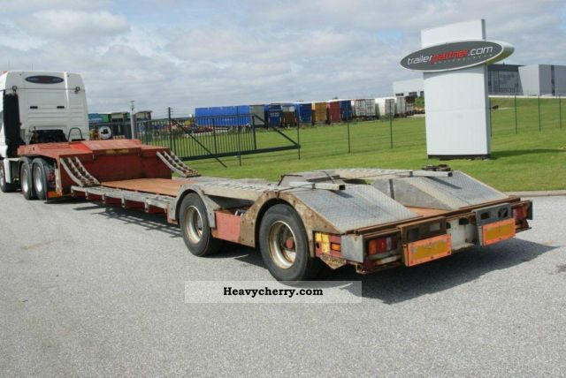 2001 Broshuis  Deep bed / bed backhoe ausiehbar Semi-trailer Low loader photo