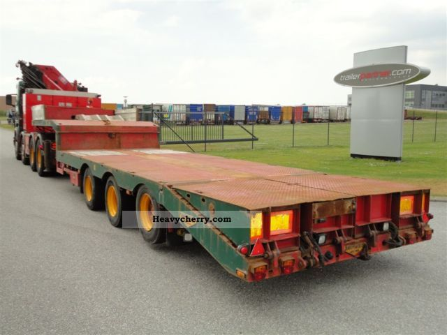 2004 Broshuis  Extendable trailers Semi-trailer Low loader photo
