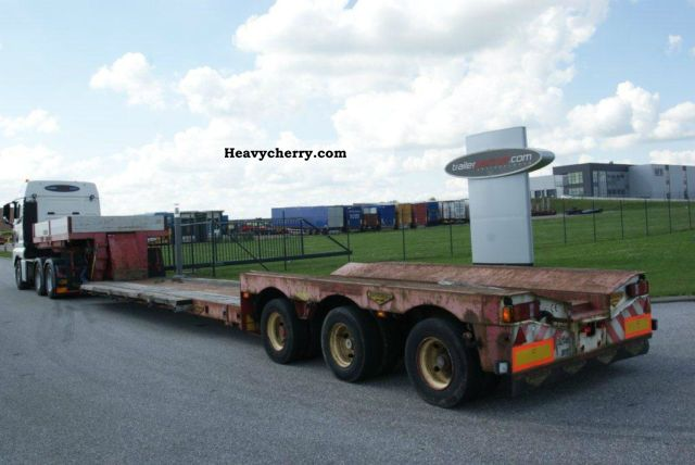1997 Broshuis  Deep bed / 2 x extendable to 18.0 m Semi-trailer Low loader photo