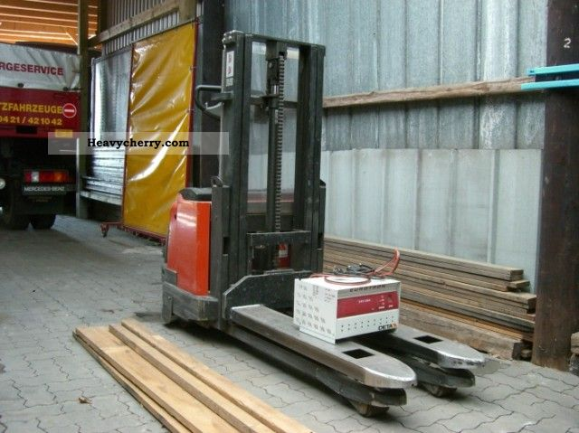 2004 BT  S160 Forklift truck Front-mounted forklift truck photo
