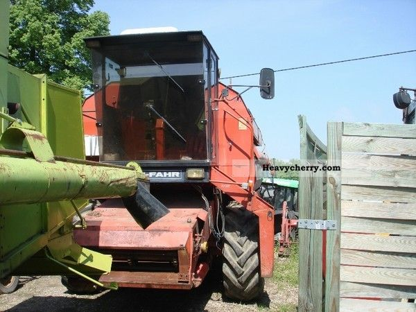 1985 Deutz-Fahr  1610 Agricultural vehicle Combine harvester photo