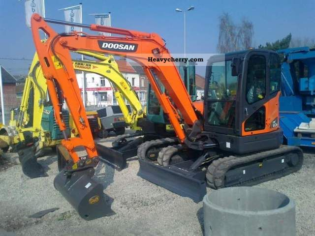 2011 Doosan  DX60R Construction machine Mini/Kompact-digger photo