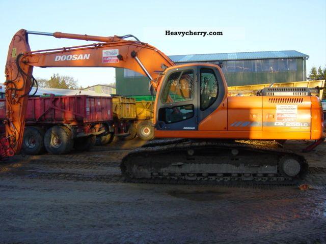 2008 Doosan  DX 255 LC Construction machine Caterpillar digger photo