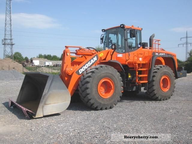 2011 Doosan  DL 420 Demonstration Construction machine Wheeled loader photo
