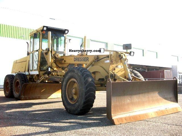 2011 Dresser  830 Construction machine Grader photo