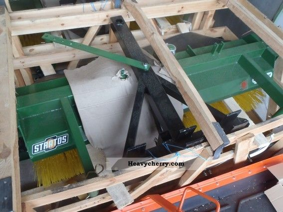2011 Duvelsdorf  Düvelsdorf Stratos sweeper Agricultural vehicle Other substructures photo