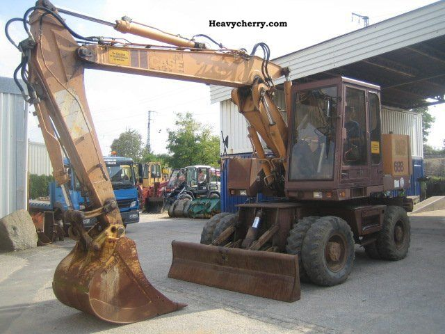 1992 Case  688 P Construction machine Mobile digger photo