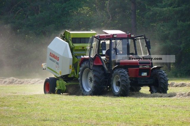 1986 Case  1056XL Agricultural vehicle Tractor photo