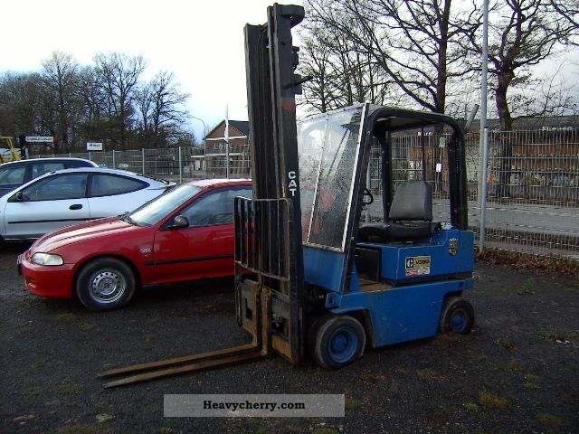 2011 CAT  CATERPILLAR V30 D Forklift truck Front-mounted forklift truck photo