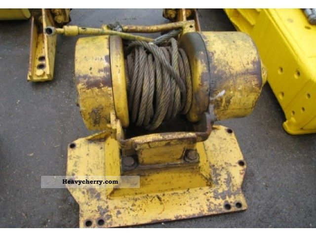 1980 CAT  D8K Straight Blade Construction machine Other substructures photo