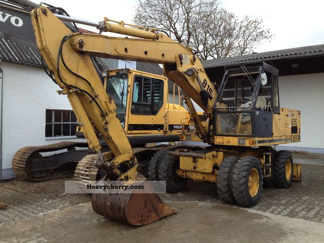 1981 CAT  Eder 815 excavator with dozer blade Construction machine Mobile digger photo