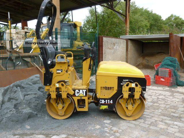 2006 CAT  CB-114 Construction machine Rollers photo