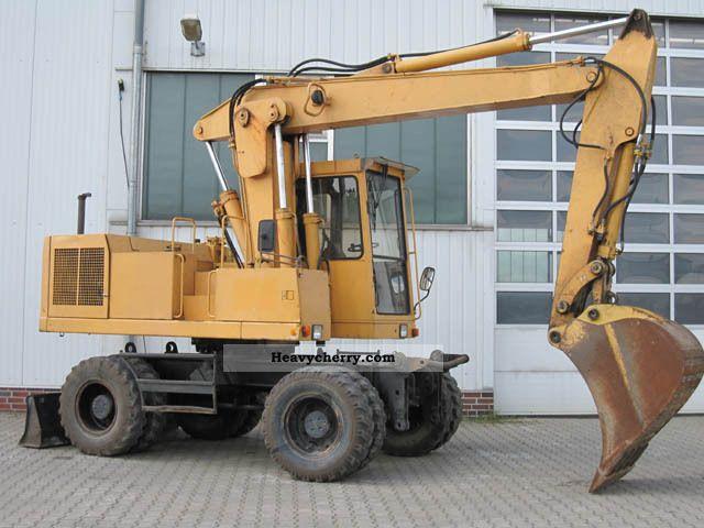1991 CAT  BFT 212 excavator Construction machine Mobile digger photo