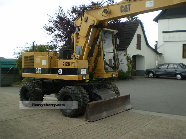 1992 CAT  212 BF T Construction machine Mobile digger photo