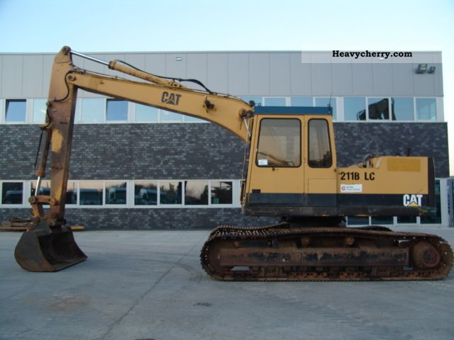 1991 CAT  211BLC Construction machine Caterpillar digger photo
