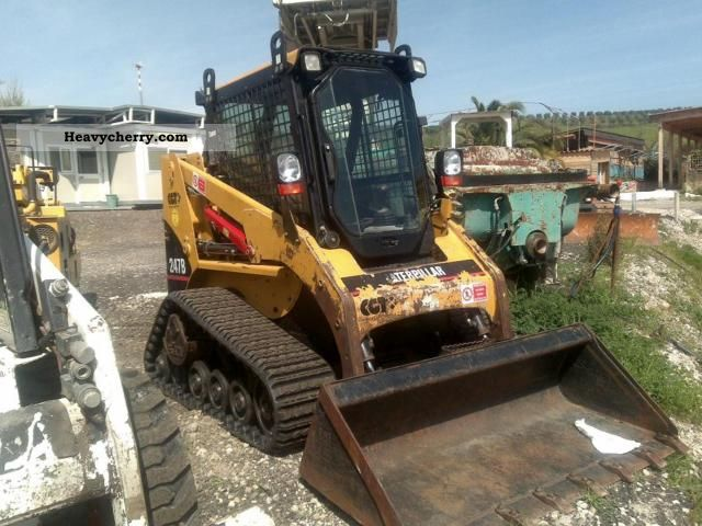 2005 CAT  247 B Construction machine Mini/Kompact-digger photo