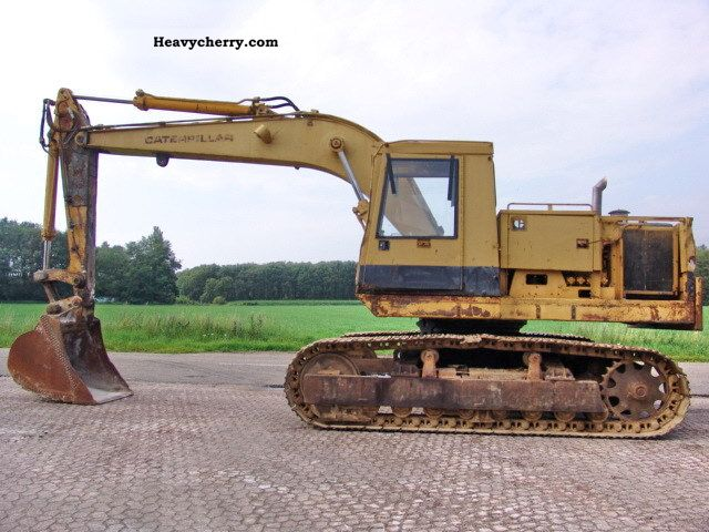 1986 CAT  225 Construction machine Caterpillar digger photo