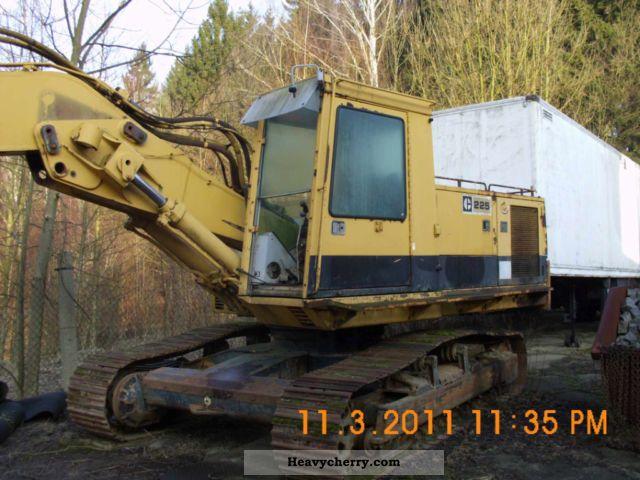1985 CAT  225 boom Construction machine Caterpillar digger photo