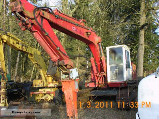 1985 CAT  225 Construction machine Caterpillar digger photo