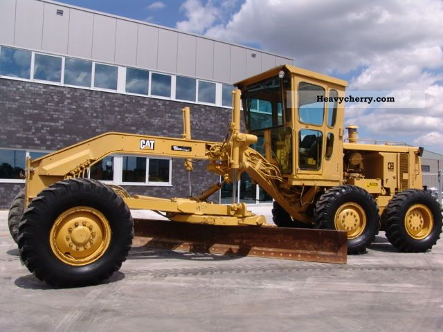 1974 CAT  130G Construction machine Grader photo
