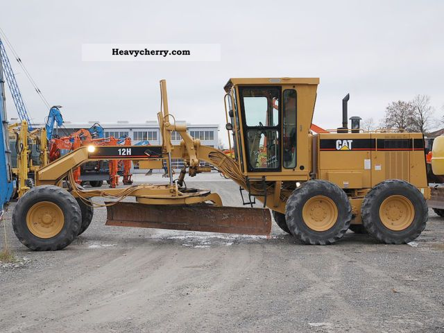 1997 CAT  12H Construction machine Grader photo