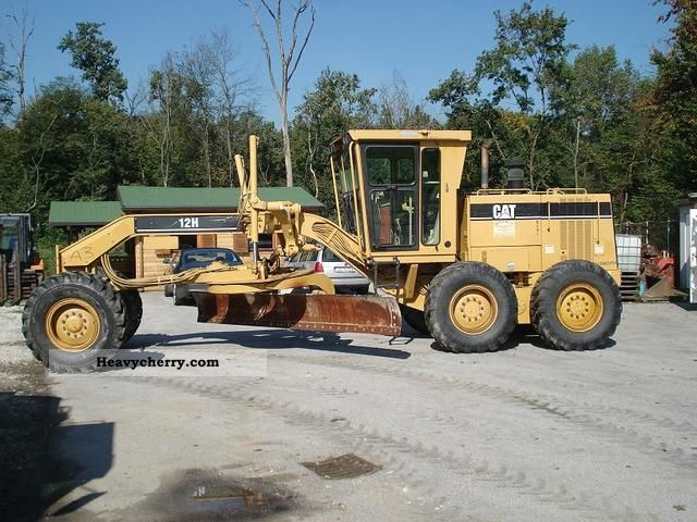 2000 CAT  12H Construction machine Grader photo