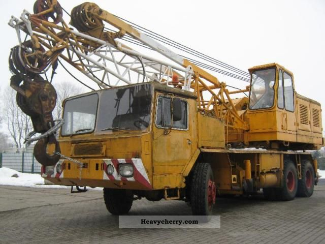 1971 Faun  Demag Cranes TC85 30 tons Truck over 7.5t Truck-mounted crane photo