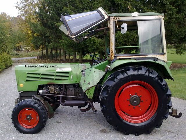 1973 Fendt  FARMER 102S Agricultural vehicle Tractor photo