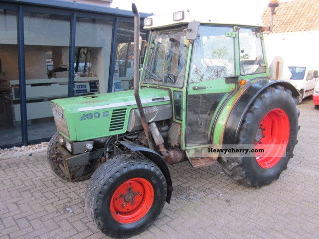 1990 Fendt  260S Agricultural vehicle Tractor photo