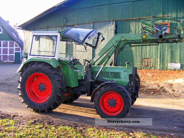 1975 Fendt  108A + loader Agricultural vehicle Tractor photo