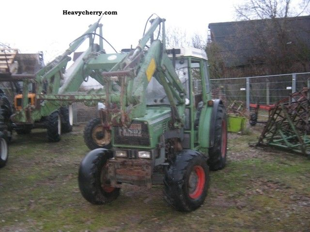 2011 Fendt  260P Agricultural vehicle Tractor photo