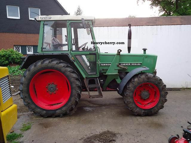 1982 Fendt  305 lsa Agricultural vehicle Tractor photo