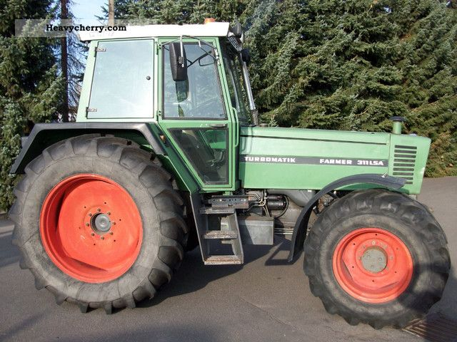 1986 Fendt  311 Agricultural vehicle Tractor photo