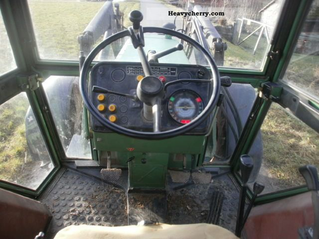 2011 Fendt  309 LS Agricultural vehicle Tractor photo