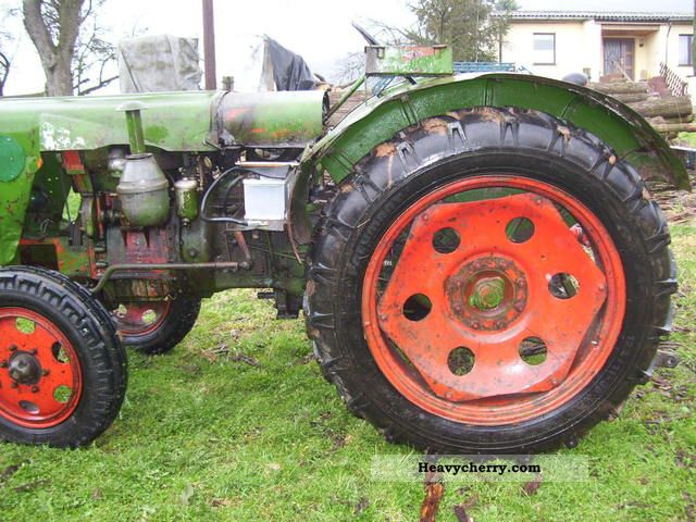 2011 Fortschritt  Farmulus Agricultural vehicle Tractor photo