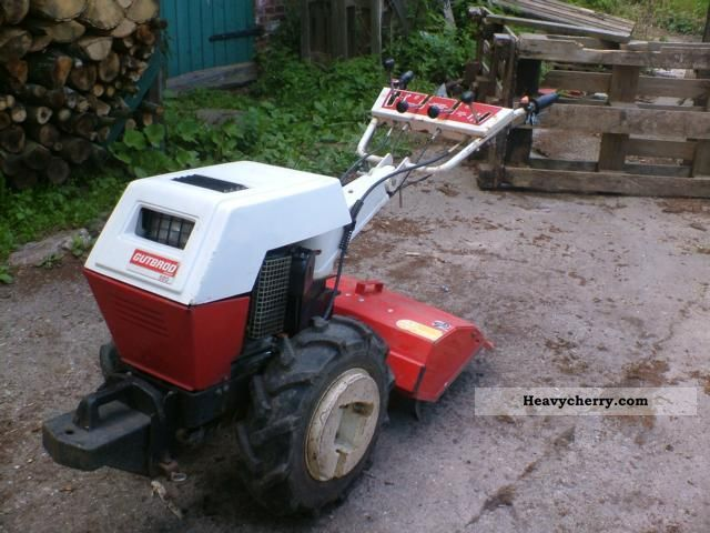 2011 Gutbrod  1 axis, with snow-plow plate mill Agricultural vehicle Other substructures photo