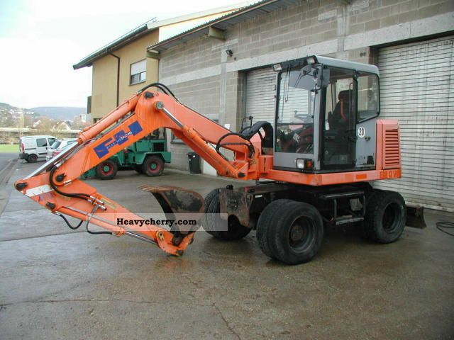 1998 Hitachi  E 80 W Construction machine Mobile digger photo